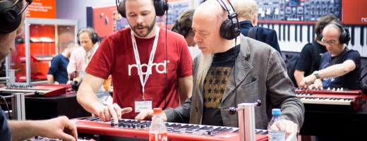 Dream Theater keyboard virtuoso Jordan Rudess popped by the booth for chat with our product specialist Staffan.